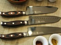 Choose an excellent feature of a knife with common facts